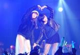 NMB48の渡辺美優紀(左)と山本彩のハートマークにファン興奮 (C)ORICON NewS inc.