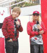 『コカ・コーラ』ウィンターソングボトルキャンペーン オープニングイベントに出席した(左から)小室哲哉、DJ KOO (C)ORICON NewS inc.