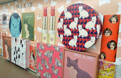 サムネイル 東京メトロ丸ノ内線新宿駅メトロプロムナードにて開催されている「PAUL & JOE Make up Express」 (C)oricon ME inc.
