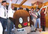 『平成27年度いばらきを知ろう!大キャンペーン』キックオフイベントに登場した(左から)オスペンギン、ねば〜る君、渡辺直美、綾部祐二、佐久間一行、ちゃんみよ (C)ORICON NewS inc.