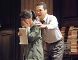 舞台『オレアナ』公開フォトコールを行った(左から)志田未来、田中哲司 (C)ORICON NewS inc.