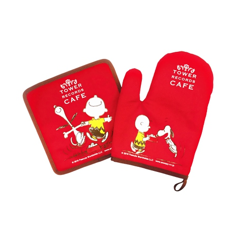 『スヌーピー × TOWER RECORDS CAFE なべつかみ』(税抜価格:1200円) (C)2015 Peanuts Worldwide LLC www.snoopy.co.jp