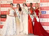 『2015 ミス・インターナショナル世界大会』(左から)ベトナム代表のファム・ホン・チュイバンさん(22)、ホンジュラス代表のジェニファー・ヴェールさん(20)、ベネズエラ代表のエディマー・マーティンズさん(20)、ケニア代表のユニース・オンヤンゴさん(22)、アメリカ代表のリンゼイ・ベッカーさん(25) (C)ORICON NewS inc.
