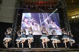 フィリピンのショッピングモールで行われた『クールジャパン・フェスティバル』に出演したAKB48チーム8(C)AKS