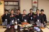 年末恒例「松竹梅」のCM撮影で仕事復帰をした渡哲也(中央)