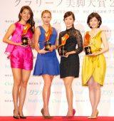 『第13回 クラリーノ美脚大賞2015』表彰式に出席した(左から)すみれ、土屋アンナ、早見優、沢口靖子 (C)ORICON NewS inc.