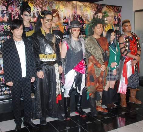 舞台『DANCE EARTH PROJECT「Changes」』取材会に出席した(前列左から)岸谷五朗、NAOKI、TETSUYA、USA、水野絵梨奈、関口メンディー、(後列左から)Erie、Aya、Shizuka、Ami (C)ORICON NewS inc.