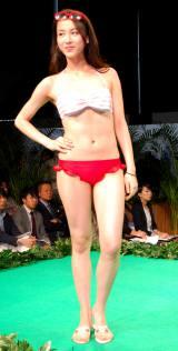 『2016新作水着合同展示発表会』ファッションショーに登場した海老沼さくら (C)ORICON NewS inc.