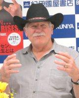 著書『日は、また昇る。男の引き際と、闘うべきとき』の発売記念サイン会を開催したスタン・ハンセン氏 (C)ORICON NewS inc.