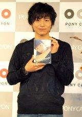 若手俳優・宮崎秋人が、1stDVD『Shooting Stars』の発売記念握手会を開催。(C)De-view