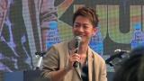 シンガポールでトークショーを行った佐藤健