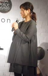 妊娠9ヶ月のふっくらお腹を披露した青木裕子(C)ORICON NewS inc.