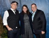 ディズニー/ピクサー最新作『アーロと少年』ワールドプレミアに登場した(左から)ピーター・ソーン監督、プロデューサーのデニス・リーム、ジョン・ラセター(C)2015 Disney/Pixar. All Rights Reserved.