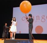映画『orange -オレンジ-』(12月12日公開)完成披露試写会でジェスチャーゲームに挑戦 (C)ORICON NewS inc.