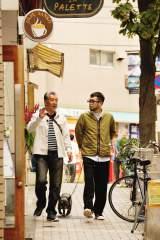 """高田が「""""編曲""""のクレジットに僕の名前、入れておいてね!」とテキトーなお願いをするなど、笑いの絶えない散歩となった(C)テレビ朝日"""