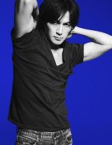 約5年半ぶりシングル「羽」を来年1月13日にリリースする稲葉浩志