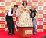 イベントでは10億円ツリーが登場(左から)原田泰造、米倉涼子、所ジョージ (C)ORICON NewS inc.