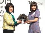『VOGUE JAPAN Women of the Year 2015』授賞式に出席した広瀬すず(右) (C)ORICON NewS inc.