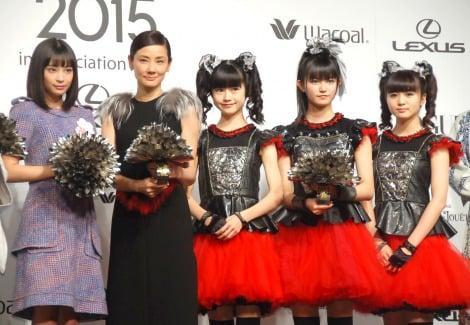 サムネイル 『VOGUE JAPAN Women of the Year 2015』授賞式に出席した(左から)広瀬すず、吉田羊、BABYMETAL(C)ORICON NewS inc.
