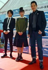『第41回 靴のめぐみ祭り市』第8回日本シューズベストドレッサー賞を受賞した(左から)忍成修吾、おのののか、山下真司 (C)ORICON NewS inc.