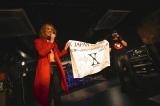 約束の地・石巻ブルーレジスタンスで慈善公演を行ったX JAPAN(左からYOSHIKI、Toshl)