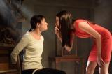 12月1日放送、関西テレビ・フジテレビ系ドラマ『サイレーン 刑事×彼女×完全悪女』7話より。なぜこのようなことを行うのか?と、カラに問う猪熊(C)関西テレビ