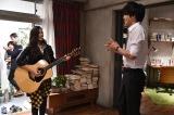 生のギター弾き語りに松坂桃李も大感激! 関西テレビ・フジテレビ系ドラマ『サイレーン』エンディングテーマ曲を歌うAnlyがドラマ撮影現場を訪問