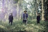 YEN TOWN BAND約20年ぶりのシングル「アイノネ」にコーラスで参加したACIDMANの大木伸夫(中央)