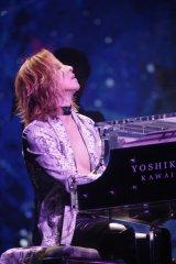 ピアノ演奏でもファンを魅了したYOSHIKI
