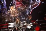 横浜アリーナで行われた『X JAPAN JAPAN TOUR 2015』の模様