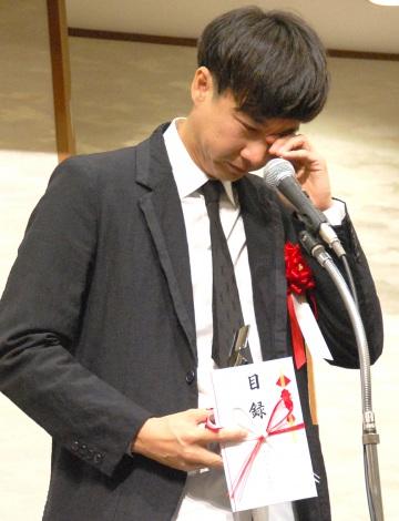『新藤兼人賞』を受賞し、男泣きする松永大司監督 (C)ORICON NewS inc.