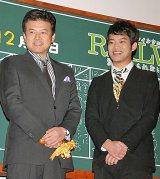 映画『RAILWAYS 愛を伝えられない大人たちへ』の初日舞台あいさつで実現した三浦友和と貴大親子の2ショット (C)ORICON DD inc.