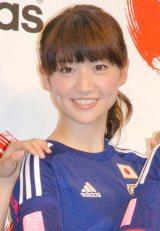 日本代表のユニフォームを着用しザックジャパンにエールを送った大島優子 (C)ORICON NewS inc.