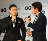 五郎丸歩選手(左)にインタビューをはじめた松岡修造 (C)ORICON NewS inc.