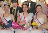 (左から)準グランプリの砂盃孝子さん、グランプリの森山理映さん、3位入賞の佐々木瞳さん (C)ORICON NewS inc.