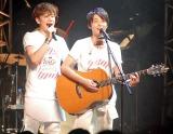 来年2月の解散を発表したWaT(左から)ウエンツ瑛士、小池徹平 =ライブ『WaT 10th Anniversary Live 2015』(C)ORICON NewS inc.