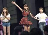 OGの河西智美(左)、大島優子(右)も参加!=『AKB48劇場オープン10年祭』 (C)AKS