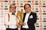 『M-1グランプリ』で優勝したトレンディエンジェル(C)ABC