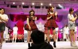 レジェンドファンを出迎える(左から)仲川遥香、渡辺麻友、柏木由紀ら3期生たち『AKB48劇場オープン10年祭』 (C)AKS
