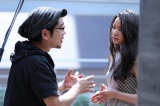 (左から)大友啓史監督、織田梨沙(C)2016「秘密 THE TOP SECRET」製作委員会