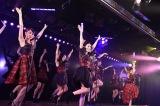 1年半ぶりの劇場公演を楽しんだ大島優子(中央) (C)AKS