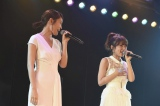 (左から)前田敦子、高橋みなみ=AKB48『10周年記念特別公演』の模様 (C)AKS