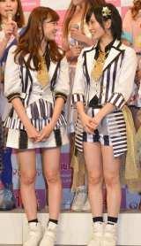 『KawaiianTV SUPER LIVE 2015』の囲み会見に出席したNMB48の(左から)渡辺美優紀、山本彩 (C)ORICON NewS inc.