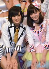 『KawaiianTV SUPER LIVE 2015』の囲み会見に出席した(左から)山本彩、橋本環奈 (C)ORICON NewS inc.
