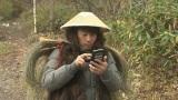 写真は札幌西区の森の中でトラディショナルな狩人の衣裳で「森の動物になりきった人」を待ち受ける淳(C)HBC