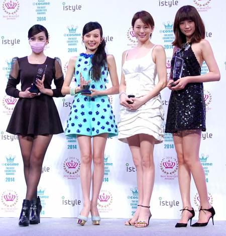 サムネイル 『2014年ベストビューティストアワード』に選ばれ、都内で行われた授賞式に出席した(左から)ざわちん、ベッキー、米倉涼子、ヨンア (C)ORICON NewS inc.