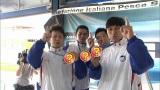 メダルの色は…? 『フィンスイミングワールドカップマスターズ2015』で結果を残していたオードリー・春日俊彰(右) (C)TBS