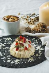 クリスマスの期間限定パンケーキ『プレミアムベリーチーズパンケーキ』