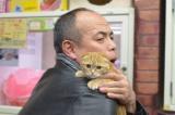 ペットショップでスコテッシュフォールドの子猫にメロメロ(C)BSジャパン
