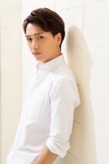 ミュージカル『プリシラ』でドラァグクィーン役に初挑戦する山崎育三郎